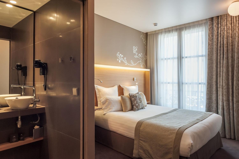 hotel pas de calais paris france. Black Bedroom Furniture Sets. Home Design Ideas