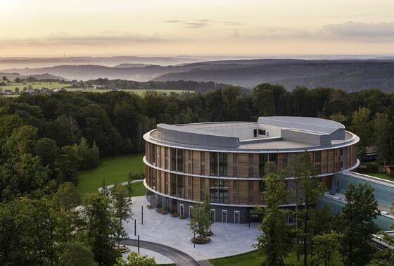 Desinfizierbare Tapeten für neues Bettenhaus der Waldkliniken Eisenberg