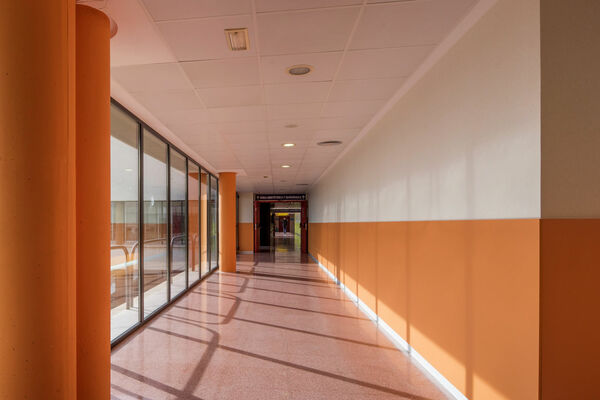 Wallcovering design pleso+protect in hospital hallway