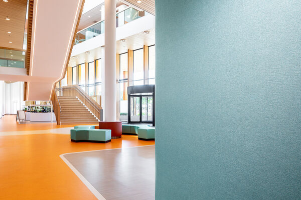 Vescom - wallcovering - Vescom Protect design Millwood in public space