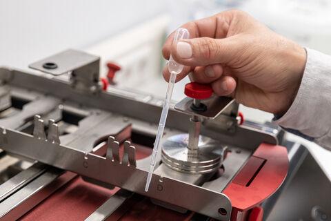 Vescom - wallcovering - Vescom Protect - testing - scrubbability