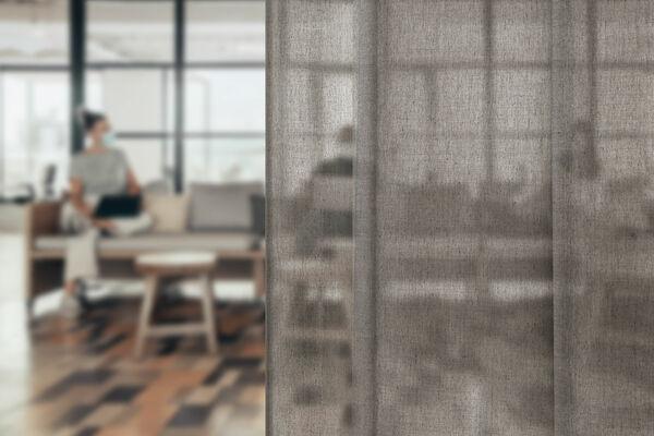 Transparant basic curtain Swan in hospitality setting