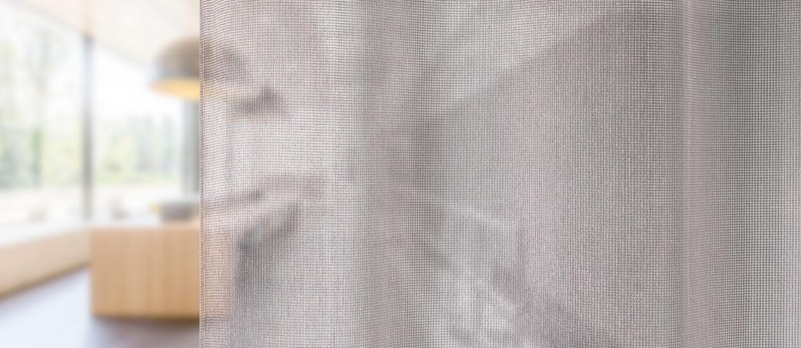 Close up van ransparante gordijnstof 'Clare'