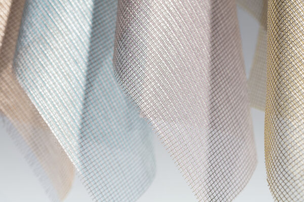Close up van akoestische gordijnstof Clare in diverse kleuren