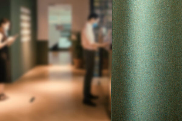 Groen gordijnstof voegt comfort toe to aan een interieur