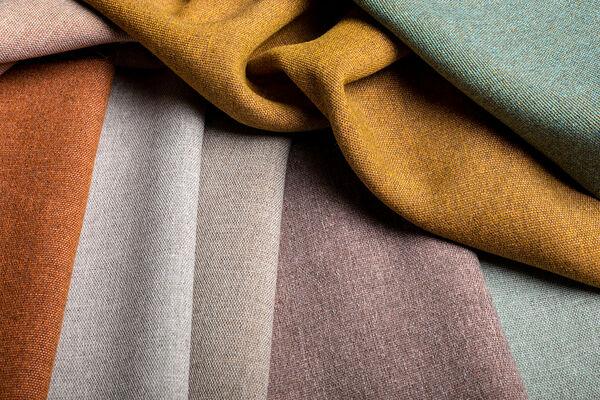 Close up van diverse kleuren van gordijnstof Tula