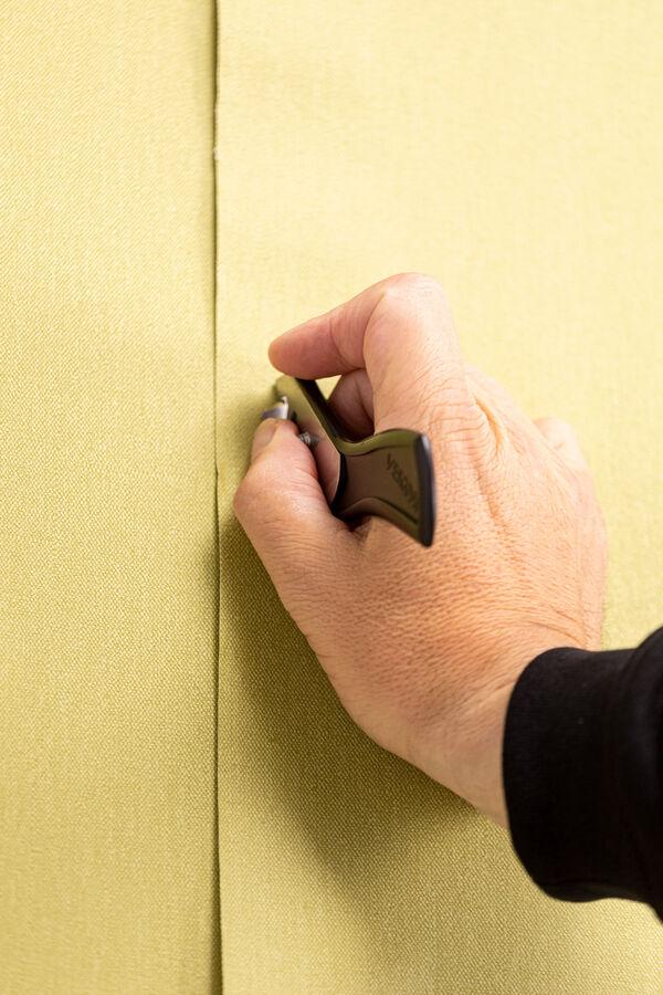 applying vinyl wallcovering