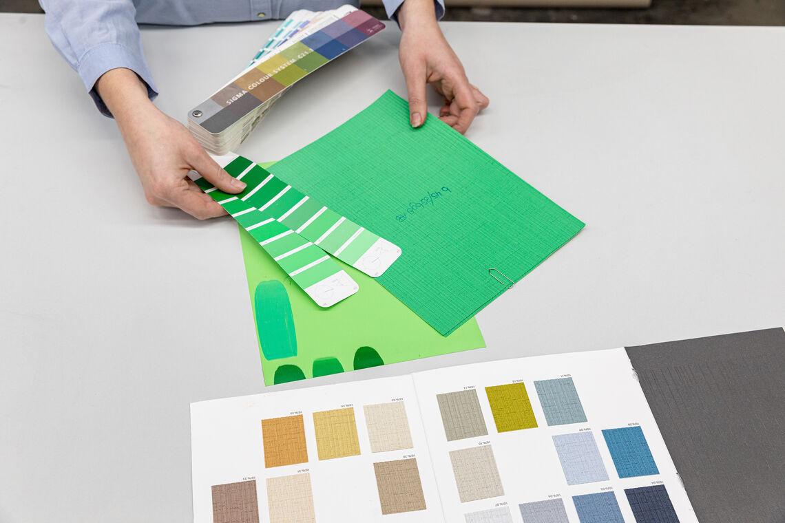 colour expert matches colours