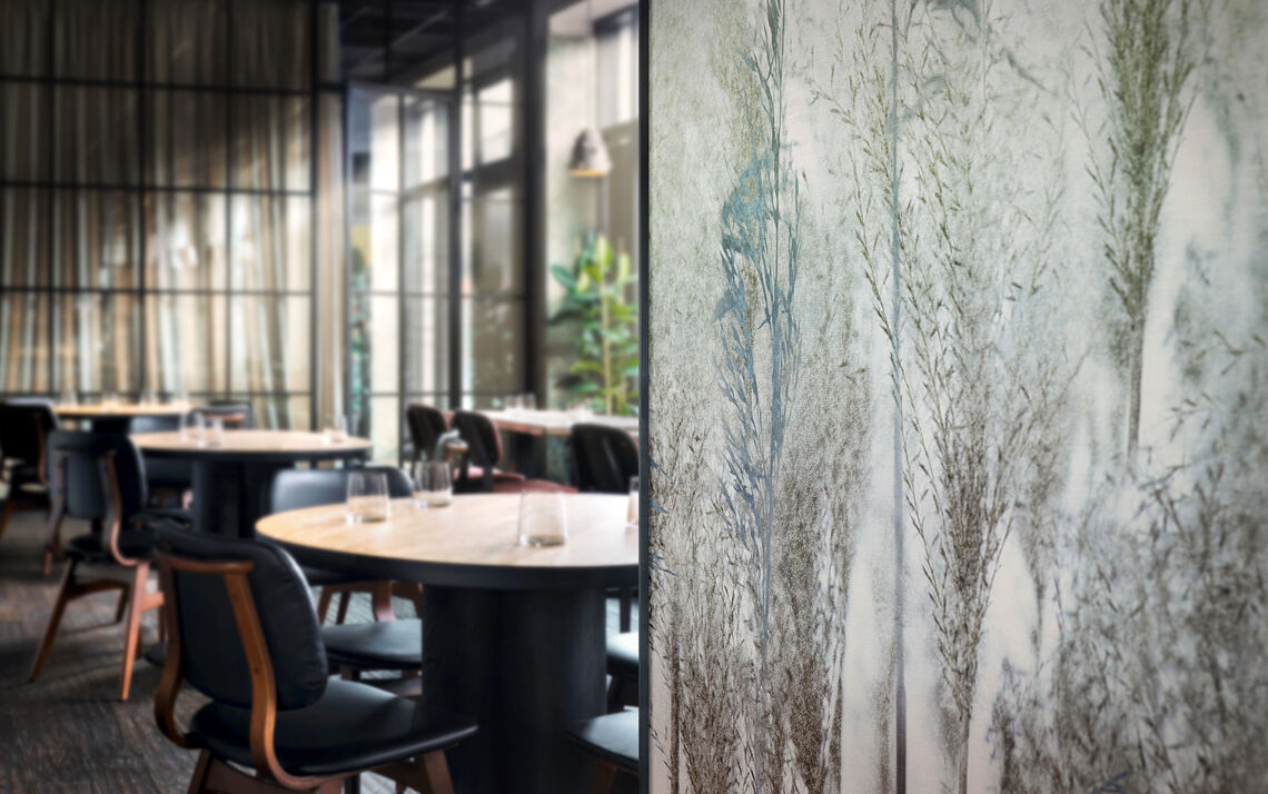 customized digital printed wallcovering in a restaurant