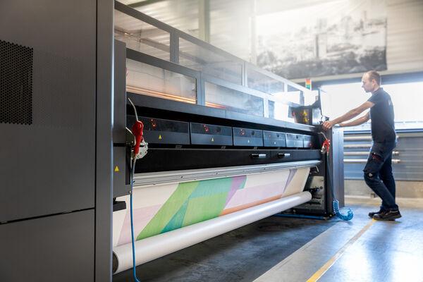 Vescom expert working on a digitial printer